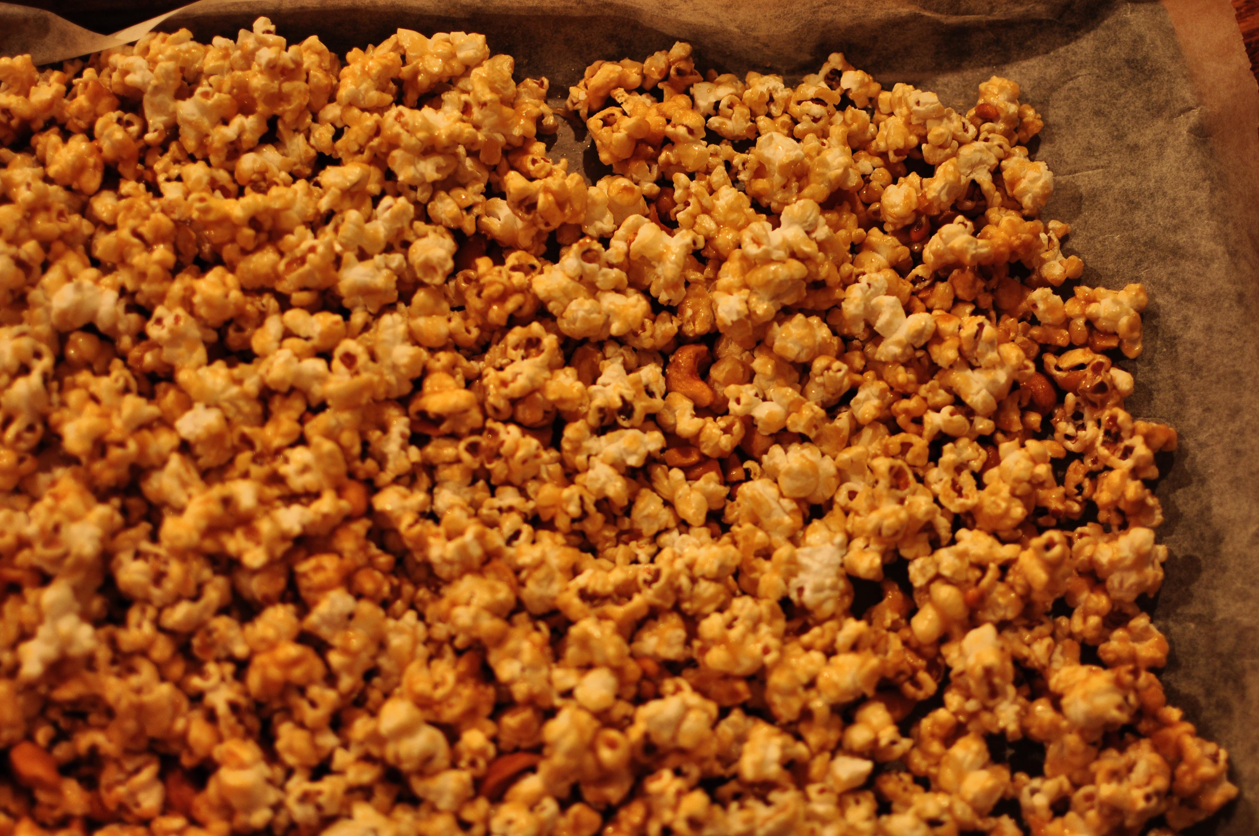 Caramel Corn with Cashews